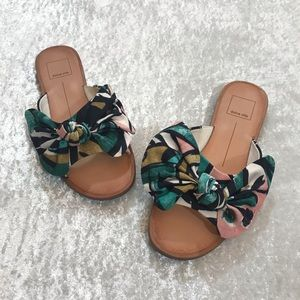 EUC Dolce Vita Parrin Flat Sandal Size 6.5